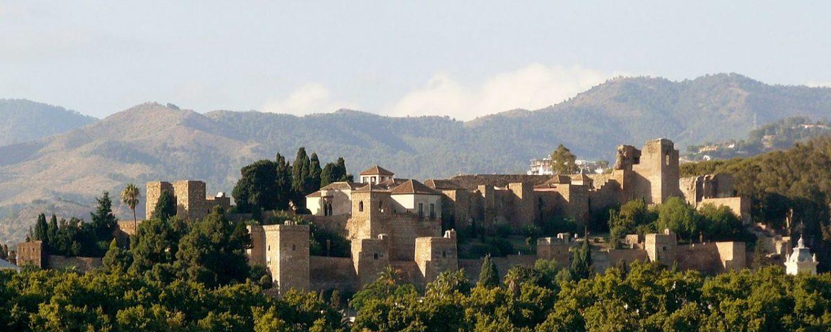 1280px-Alcazaba_de_Málaga_desde_el_puerto