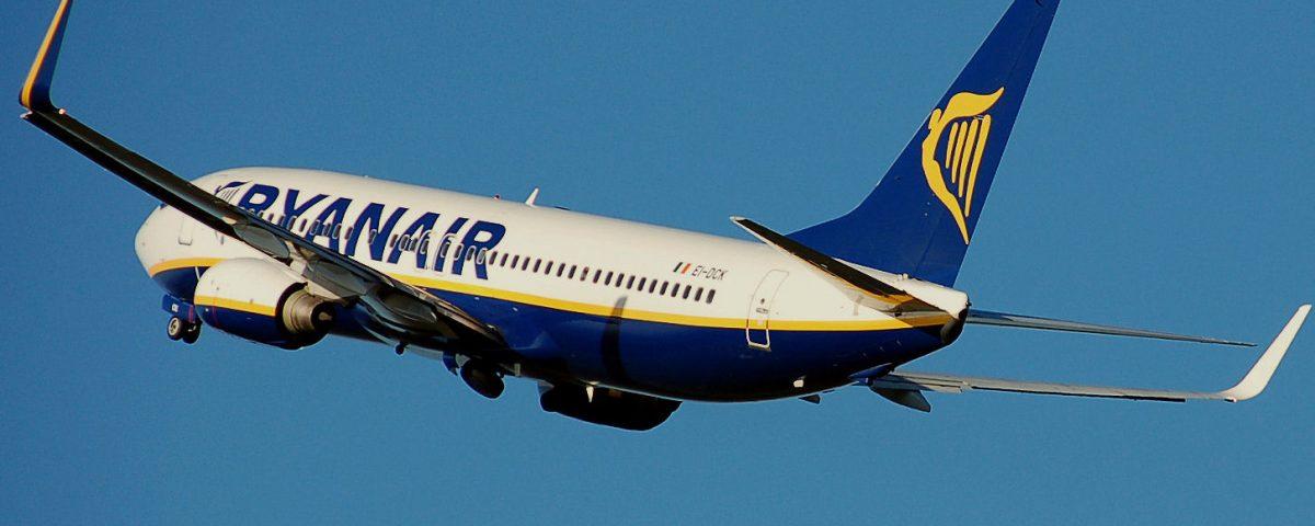 Ryanair.b737-800.aftertakeoff.arp_