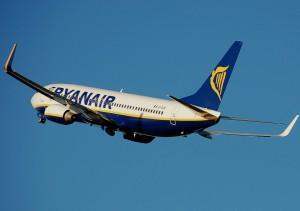 Ryanair.b737-800.aftertakeoff.arp_-300x211